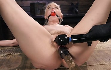 Full dominance in brutal modes for Chloe Cherry