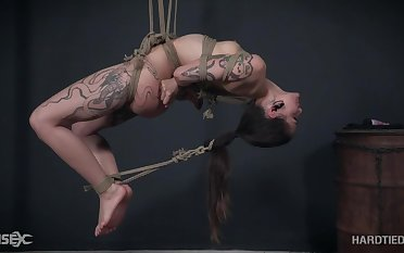 Tattooed and pierced teen Luna Lovely cums while tortured in bondage