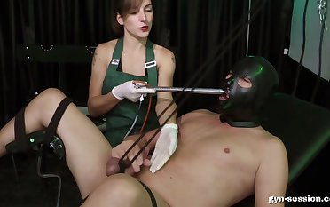 Countess Mercedes wants to punish her lover with pain increased by pleasure