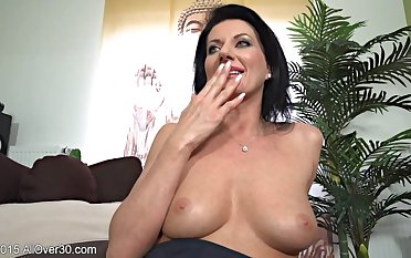 Flirtatious Housewife Olivia Solo Down in the mouth Session
